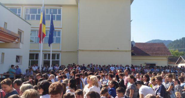A sunat clopoţelul începutului de an şcolar şi la Săcele!Prezenţă ministerială la manifestări
