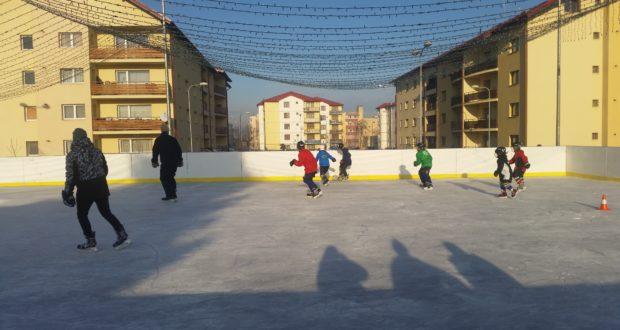 Antrenamente de hockey pentru copii la Săcele