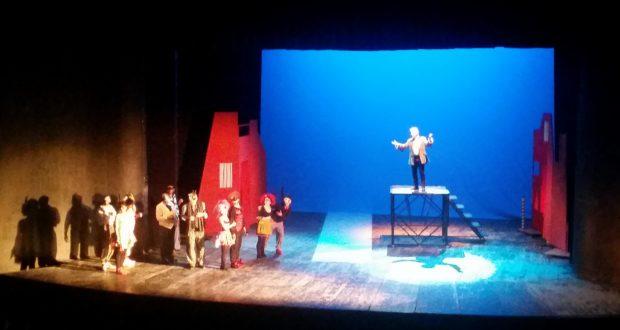 """Mergeţi să vedeţi spectacolul """"Mincinosul"""" la Teatrul """"Sica Alexandrescu"""" din Braşov. Nu veţi regreta!"""